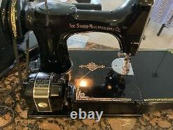 221-2 Singer Featherweight IMMACULATE CONDITION MUST SEE