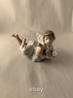 Angel Laying Down With Star Lladro Perfect Gift Christmas Must See Look