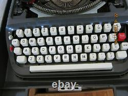Montgomery Wards Signature 440T Manual Typewriter Gray, MUST SEE MINT MINT, READ